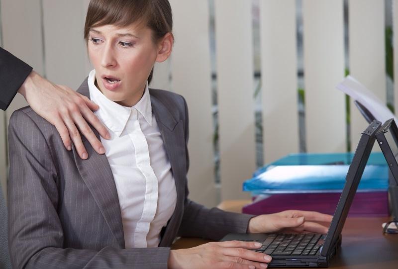 התפטרות בעקבות הטרדה מינית