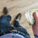 השכר שולם כנגד חשבוניות, אך נפסק שהתקיימו יחסי עובד-מעביד