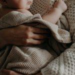 """פוטרה מיד לאחר חזרתה מחל""""ת חופשת לידה - מדוע לא זכאית לפיצוי?"""