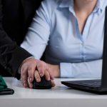"""הצעת חוק: הכרה בפגיעה מינית בעבודה כ""""תאונת עבודה"""" - לשכירים ולעצמאים"""