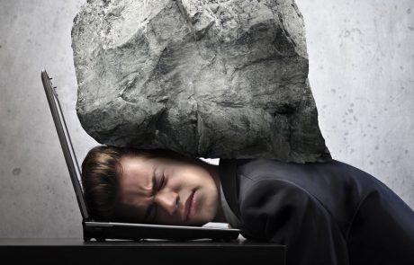 לחץ ומתח בעבודה? מחקר חדש מציע פתרון מפתיע בשלוש דקות