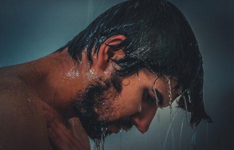 תביעת העובד נדחתה לאחר שהוכח שהתקלח בשעה שדווחה כזמן עבודה