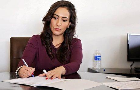 פיצוי בגובה 30,000 שקל לעובדת שסמכויותיה קוצצו ללא שימוע