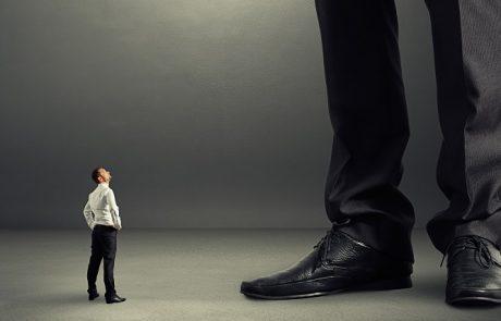 פיצוי חריג לעובד בגובה 100,000 שקל בשל כשלים בהליך הפיטורים